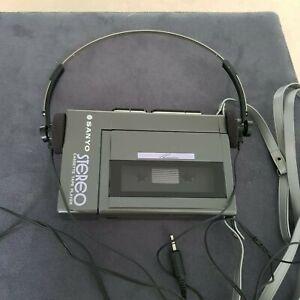 SANYO Stereo Cassette Player Model M3330 Walkman made in Japan mit Kopfhörer