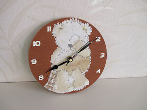 WOODEN CLOCK WITH BEAR PICTURE ON IT