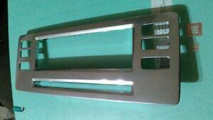 06-10 VOLVO XC70 CENTRAL CONSOLE TRIM RADIO DISPLAY FRAME 1303415 OEM