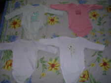 lot 4 bodys Taille 3Mois differents couleurs Fille occasion