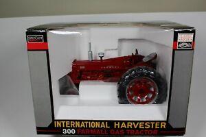 Speccast Classic Farmall 300 Gas Tractor 1/16 Scale Custom FFA Model Pine Plains