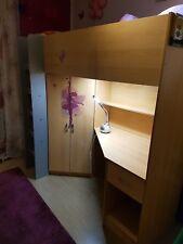 Hochbett mit Schreibtisch und Eckkleiderschrank