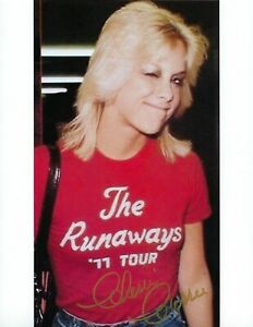 Cherie Currie Cute Wink Signed 8.5x11 Photo Print in the Runaways 77 Tour Shirt