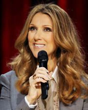 Celine Dion Portrait In Concert Holding Microphone 8x10 Photo (20x25 cm approx)