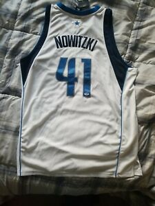 Dirk Nowitzki Signed Autographed Dalls Jersey PSA/DNA Authenticated