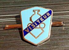 "Berliet Brosche blau emailliert ""VISITEUR"" gestempelt ""AUGIS LYON""  Maße 35x41mm"