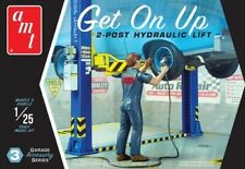 AMT PP17 Get On Up 2 post hydraulic lift plastic model kit 1/25