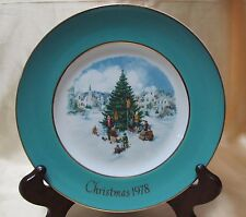 Avon 1978 Christmas Plate Series Sixth Edition ''Trimming the Tree''Made exclusi