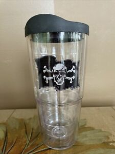 24 oz Tervis Pirate Jolly Roger Flag with Black Lid Very Good Condition