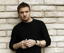 Jeremy Renner UNSIGNED photo - G1088 - SEXY!!!!