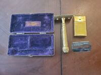 VINTAGE  king GILLETTE GOLD TONE POCKET SAFETY RAZOR WITH CASE AND RAZOR BOX