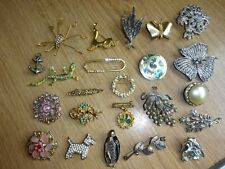 22 VINTAGE BROOCHES FOR SPARES/REPAIRS
