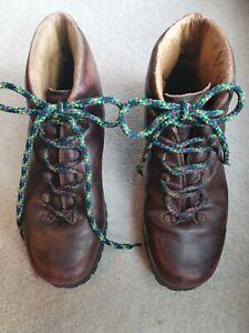 Ladies Vintage (1973) Brown Leather Walking Boots Size 6