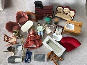 DOLLS HOUSE 1/12 SCALE JOB LOT OF FURNITURE AND ACCESSORIES.