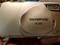 OLYMPUS D-380 CAMEDIA 5X DIGITAL ZOOM CAMERA 2.0 Megapixels w Lowepro carry case