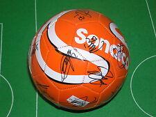Oldham Athletic Fc 2014/15 Squad Firmado Perfecto Sondico Fútbol - 18 autógrafos!