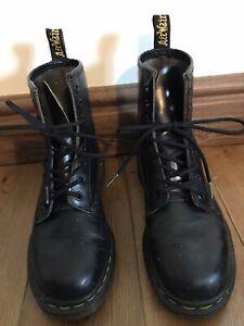 dr martens black boots size 5