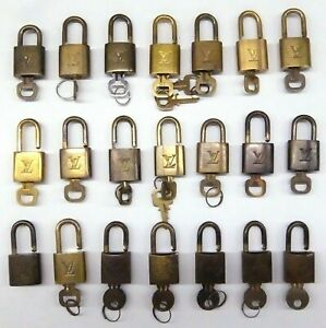LOUIS VUITTON Cadena Padlock & Key Lot of 21 Pieces Gold Brass France-81