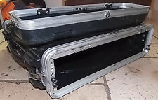 1 RACK AUDIO / VIDEO FLIGHT CASE GATOR  2U - PORTE AV / ARRIÉRE