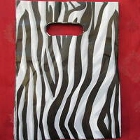 """100 FASHION PLASTIC GIFT SHOP BAGS - Printed Strong Gift or Carrier Bags 8"""" x 6"""""""