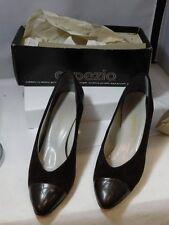 Vintage Classic CAPEZIO Brown suede Crocodile Pattern Pumps Shoes 9.5