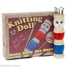 En bois poupée avec tricot laine