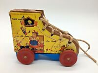 Vintage Wood Pull Toy Ther Was an Old Lady in the Shoe Wood Wheels D6