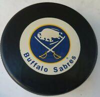 BUFFALO SABRES VINTAGE INGLASCO  NHL HOCKEY PUCK OFFICIAL VEGUM SLOVAKIA