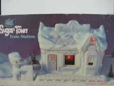 Pm Sugar Town Complete Lighted Train Station (6 Pcs), Collector's Set - Nib, Fm