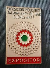 DISTINTIVO PIN BADGE EXPOSICION INDUSTRIAL ITALIANA BUENOS AIRES 1968 EXPOSITOR-