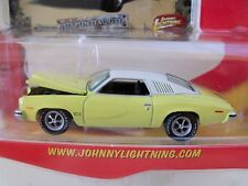 JOHNNY LIGHTNING - MUSCLE CARS - (1973) '73 PONTIAC GTO (RUBBER TIRES) - 1/64