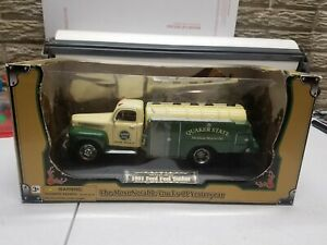 Diecast Golden Wheel 1951 Ford Fuel Tanker Hall of Fame Collection QUAKER STATE