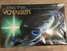 STAR TREK USS VOYAGER MONOGRAM PLASTIC MODEL KIT BRAND NEW & SEALED