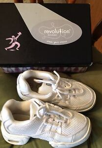 Revolution White Hip Hop Dance Shoes Ultra Arch Leather Sz 1 AD Child (9-10)