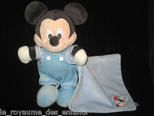 Doudou Peluche Mickey gris avec son mouchoir carré bleu Nicotoy Disney 28 cm