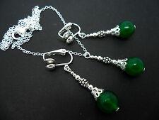 Un Bonito Collar Verde Jade Y Clip en Pendiente Conjunto. Nueva.