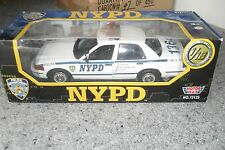 DIE CAST MODEL CAR FORD OVAL CROWN VICTORIA 1/18