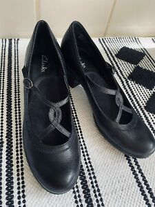 Clarks Womens Smooth Leather Mary Jane Pumps Heels Comfort sz 8.5 Worn Once