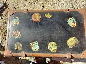Vecchia valigia di cartone