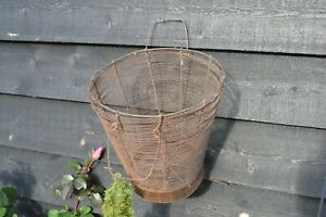 OLD VINTAGE  GARDEN  WIRE BASKET  / EGG BASKET /  VEG BASKET /TRUG
