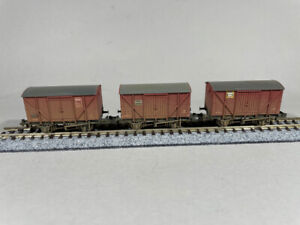 Graham Farish - 373-700Y - Set of 12T Ventilated Vans - BR Bauxite (weathered)