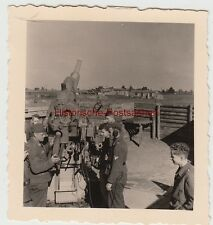 (F13470) Orig. Foto Deutsche Soldaten an einer Flak-Stellung, Aufmunitionierung,
