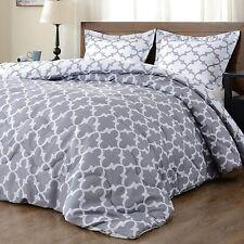 Downluxe Lightweight Reversible Comforter Set Full/Queen- 2 Shams Grey/White