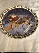 """2003 Annual Avon Collectible Christmas Plate """"Coming To Town"""" (22 Kt Gold Trim)"""