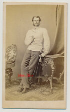 CDV: Junger Herr in Uniform, KuK Soldat mit Degen; Oedenburg / Ungarn, um 1865