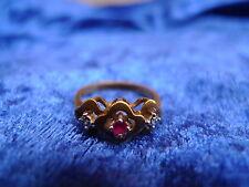 Bonito, edad anillo __ 333 oro __ con Rubin y pequeños diamantes ___!