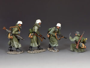 """King and Country BBG121 """"Advancing Thru' The Snow"""" 1:30 WWII German Toy Soldiers"""
