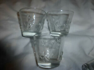 clear glass tea light holders with 4 flowers on them,set of 3