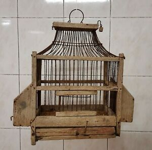 Secolare e artigianale gabbia per uccellini.