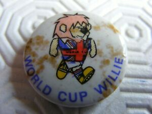 vintage 1966 world cup willie football badge;promo from the 1966 world cup